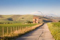 Landweg in Sicilië royalty-vrije stock afbeeldingen