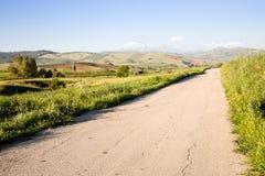 Landweg in Sicilië stock afbeelding