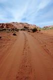 Landweg in woestijn Stock Afbeelding