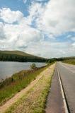 Landweggen rond de Brecon-Bakens van Wales Stock Afbeeldingen