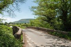 Landweggen rond de Zwarte bergen van Engeland en Wales Royalty-vrije Stock Foto's