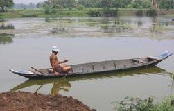 Landwirt auf einem Boot Stockfotografie