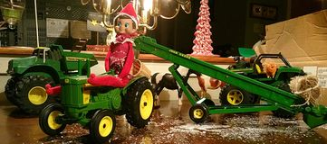 Landwirt Buddy Elf im Regal lizenzfreie stockfotos