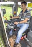 Landwirt in der Maschine lizenzfreie stockfotos