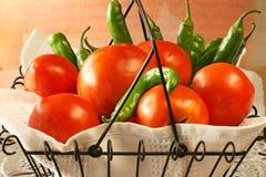 Landwirt-Markt-Tomaten und Pfeffer Lizenzfreie Stockbilder