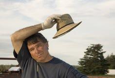 Landwirt mit einem Strohhut lizenzfreie stockfotos