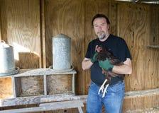 Landwirt And One Of seine Freiland-Hühner Lizenzfreie Stockbilder