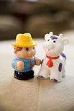 Landwirt und Kuh Stockfoto