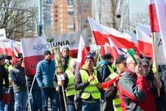 Landwirte der organisierten Demonstration Agrounia Verband bei Artur Zawisza Square in der Mitte von Warschau lizenzfreies stockbild