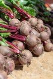 Landwirtmarkt in Nafplio, Griechenland, neue Ernte des roten Rote-Bete-Wurzeln Gem?se-, neuem und gesundembiologischen lebensmitt stockfotografie