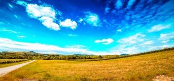 Landwirtschaft auf den Hügeln von Toskana und von Romagna Apennines stockfotografie