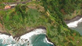 Landwirtschaft und Landschaften in Madeira-Insel Ansicht zum Ozean-, terassenförmig angelegten und bebautenland stock video footage