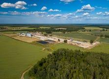 Landwirtschaftlich, Fabrikvogelperspektive Grünes Feld stockfoto