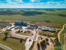 Landwirtschaftlich, Fabrikvogelperspektive Grünes Feld lizenzfreies stockfoto