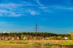 Landwirtschaftliche Felder und Stadt auf Horizont, Ukraine Lizenzfreies Stockbild