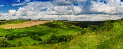 Landwirtschaftliche Frühlingslandschaft stockbilder