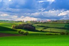 Landwirtschaftliche Frühlingslandschaft Lizenzfreie Stockbilder