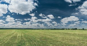 Landwirtschaftliche Frühlingslandschaft lizenzfreie stockfotos