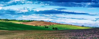 Landwirtschaftliche Frühlingslandschaft lizenzfreie stockfotografie