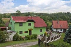Landwirtschaftliche Landschaft auf Tschechen mit Bauernhaus Stockbild