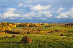 Landwirtschaftliche Landschaft des Herbstes Lizenzfreie Stockfotos