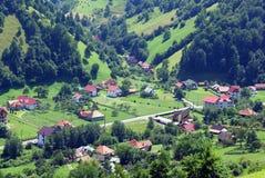 Landwirtschaftliche Landschaft im Tal an der großen Höhe Stockfotos