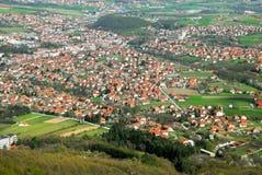 Landwirtschaftliche Landschaft Serbien stockbilder
