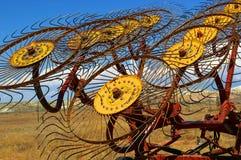 Landwirtschaftliche Maschinen bei Sonnenuntergang Stockfoto