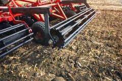Landwirtschaftliche Maschinerie auf dem Gebiet Lizenzfreie Stockfotos