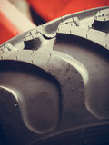 Landwirtschaftliche Maschinerie der ausführlichen Nahaufnahme, große Reifen Stockfoto
