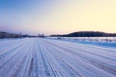 Landwirtschaftliche Straße des Winters Stockfoto
