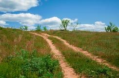 Landwirtschaftliche Straße am sonnigen Tag Lizenzfreie Stockfotografie