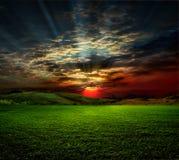 Landwirtschaftliche Szene auf Sonnenuntergang Lizenzfreie Stockbilder