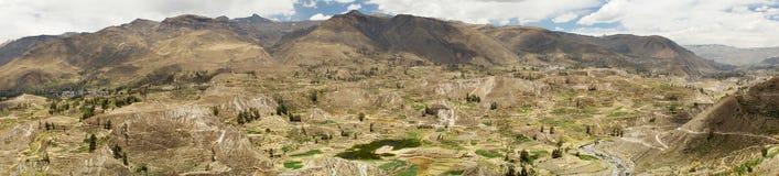 Landwirtschaftliche Terrassen und Colca-Fluss Arequipa, Peru Lizenzfreie Stockfotos