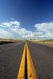 Landwirtschaftliche zweispurige Straße Stockbilder