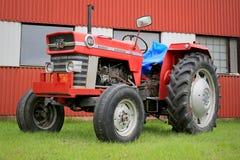Landwirtschaftlicher Traktor Massey Ferguson 165 Stockfotos