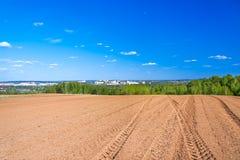 Landwirtschaftliches Ackerlandfeld im Frühjahr für Ernten Lizenzfreie Stockfotografie