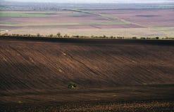 Landwirtschaftliches Feld Ackerland im Frühjahr, bereit Lizenzfreies Stockbild