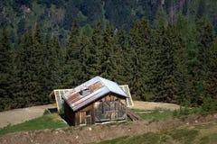 Landwirtschaftliches Gebirgschalet Stockbilder