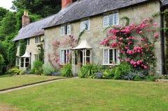 Landwirtschaftliches Häuschen und Garten Lizenzfreies Stockfoto
