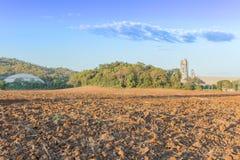 Landwirtschaftsbereich auf Fabrikhintergrund lizenzfreies stockbild