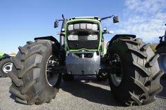 Landwirtschafttraktor und -gummireifen Lizenzfreie Stockfotografie