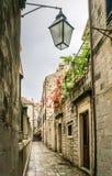 Laneway i Dubrovnik den gamla staden Arkivbild