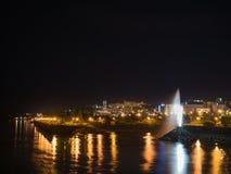 Lang blootstellingsbeeld van Chicoutimi van een brug, bij nacht Saguenay, Quebec, Canada stock foto's