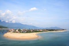 Lang Co strand från det Hai Van passerandet, ton, Vietnam royaltyfri bild