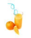 Lang die glas met het jus d'orange wordt gevuld met Stock Foto's