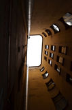Lang huis met vensters Stock Afbeelding