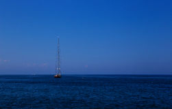 Lang mast varend schip Stock Foto