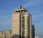 Lang modern flatgebouw in Shanghai Stock Afbeelding