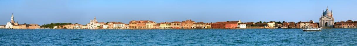 Lang panoramisch beeld van Guidecca-eiland in Venetië stock afbeeldingen